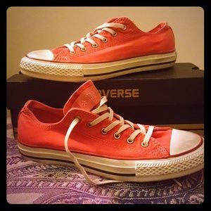 NEW IN BOX PRE DISTRESSED FADED RED CONVERSE 7